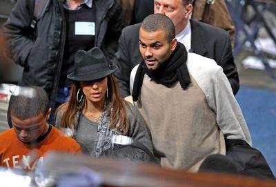Celebrities Attend San Antonio Spurs Vs New York Knicks - December 27, 2009